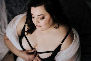 Plus size boudoir photo